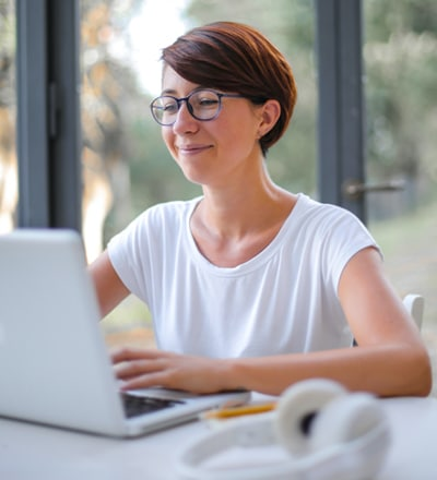woman giving an online CPD lecture for counsellors